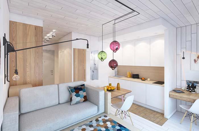 Branco até no teto na decoração de sala pequena