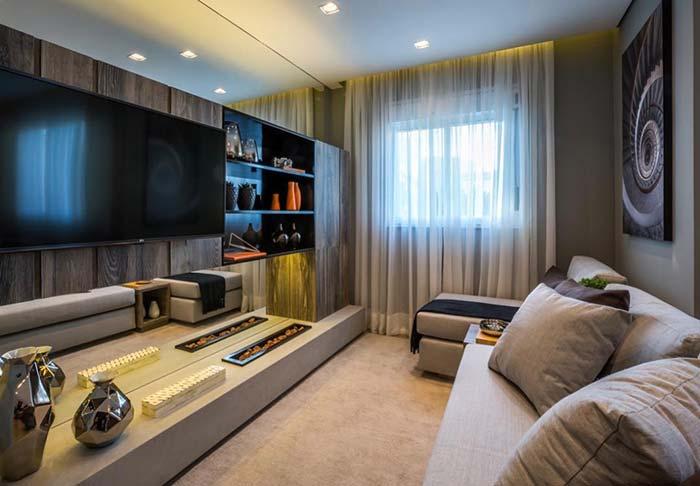 Decoração de sala pequena de TV confortável