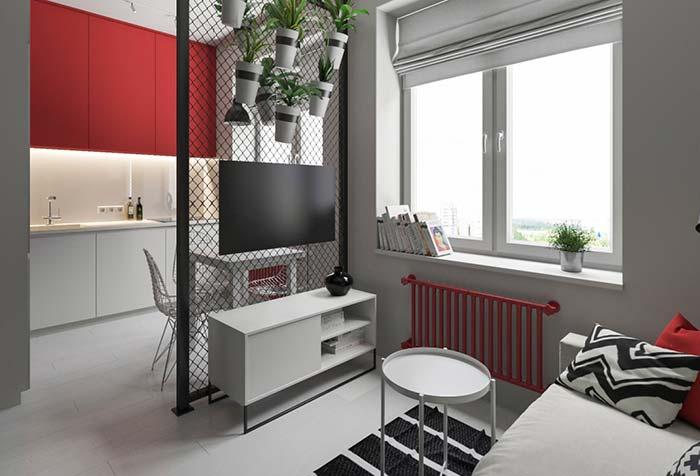 Detalhes em vermelho na decoração de sala pequena