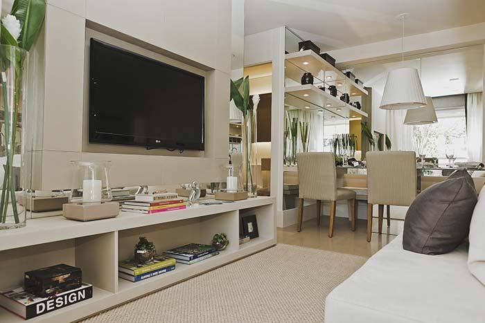 TV na parede na decoração de sala pequena
