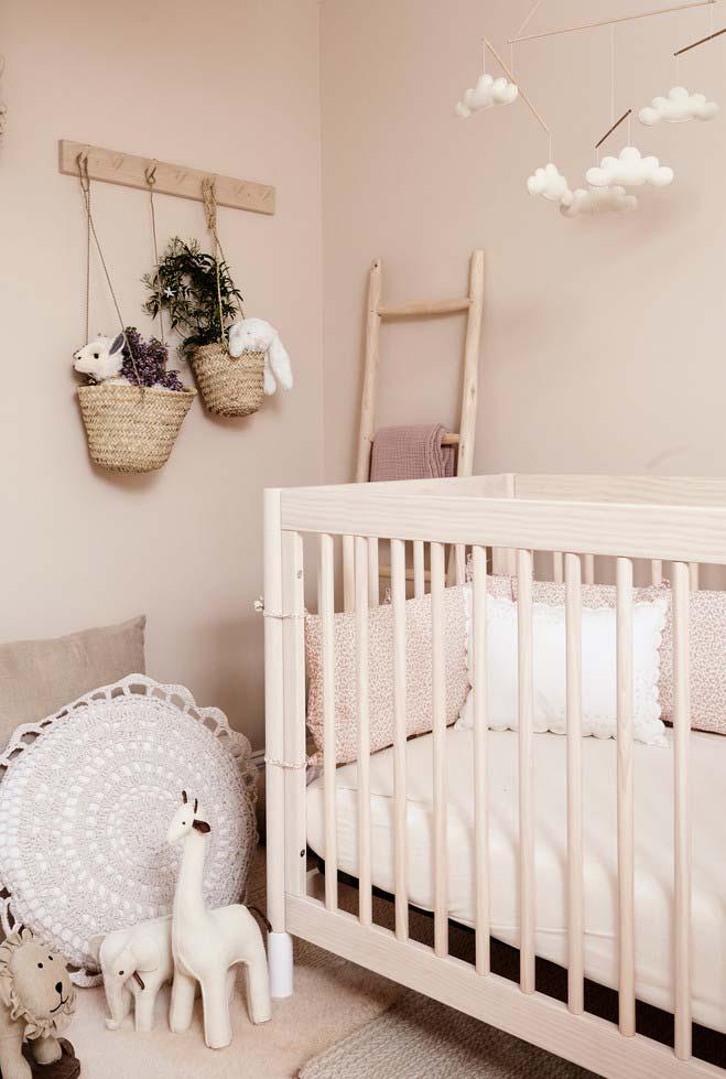 Quarto de bebê neutro num clima de sonho campestre