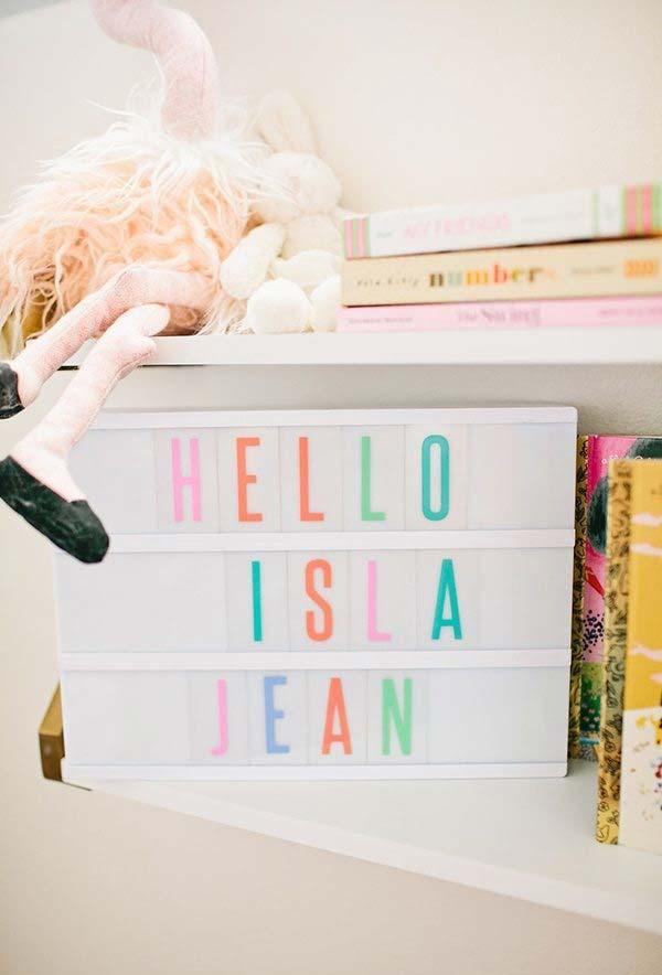 Objetos de decoração para quarto de bebê simples