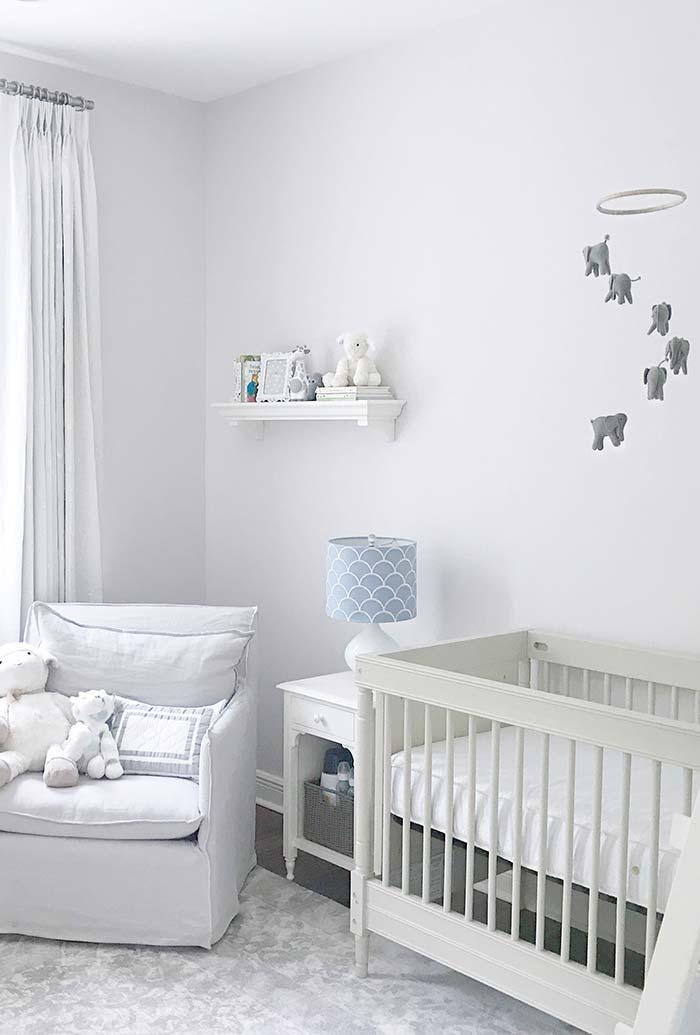 quarto de bebê simples branco