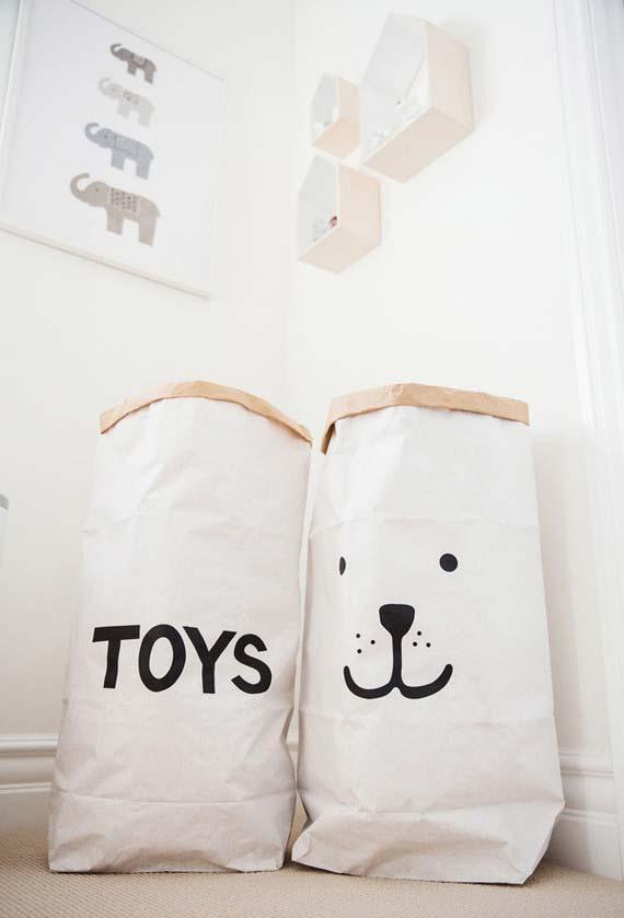 Baús cestas e sacos na decoração de quarto de bebê simples