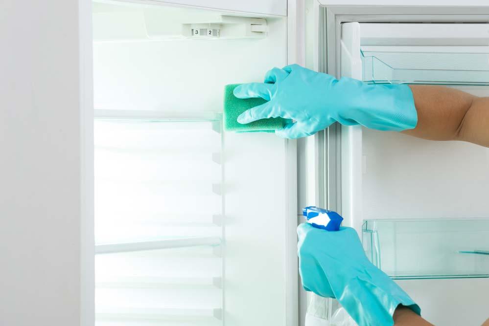 Como organizar geladeira: limpeza