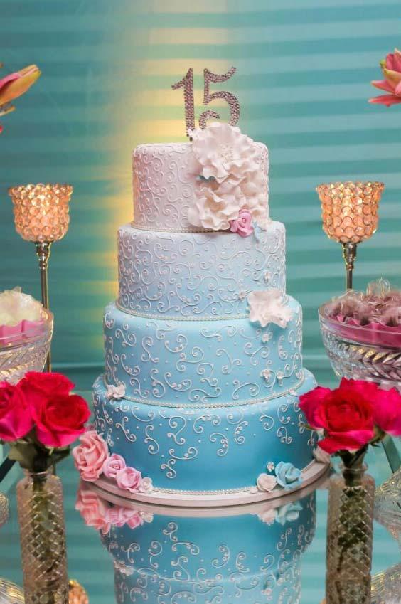 Decorao de festa de 15 anos 60 ideias fotos passo a passo bolo azul em degrad thecheapjerseys Choice Image