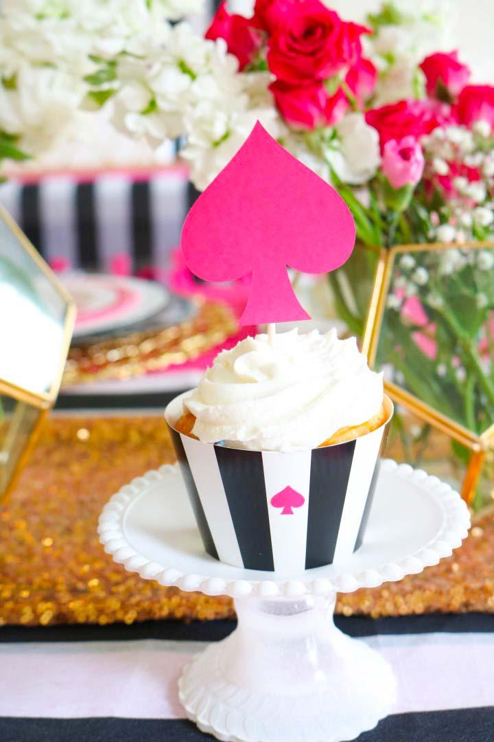 Cupcake com tema de Alice no País das Maravilhas