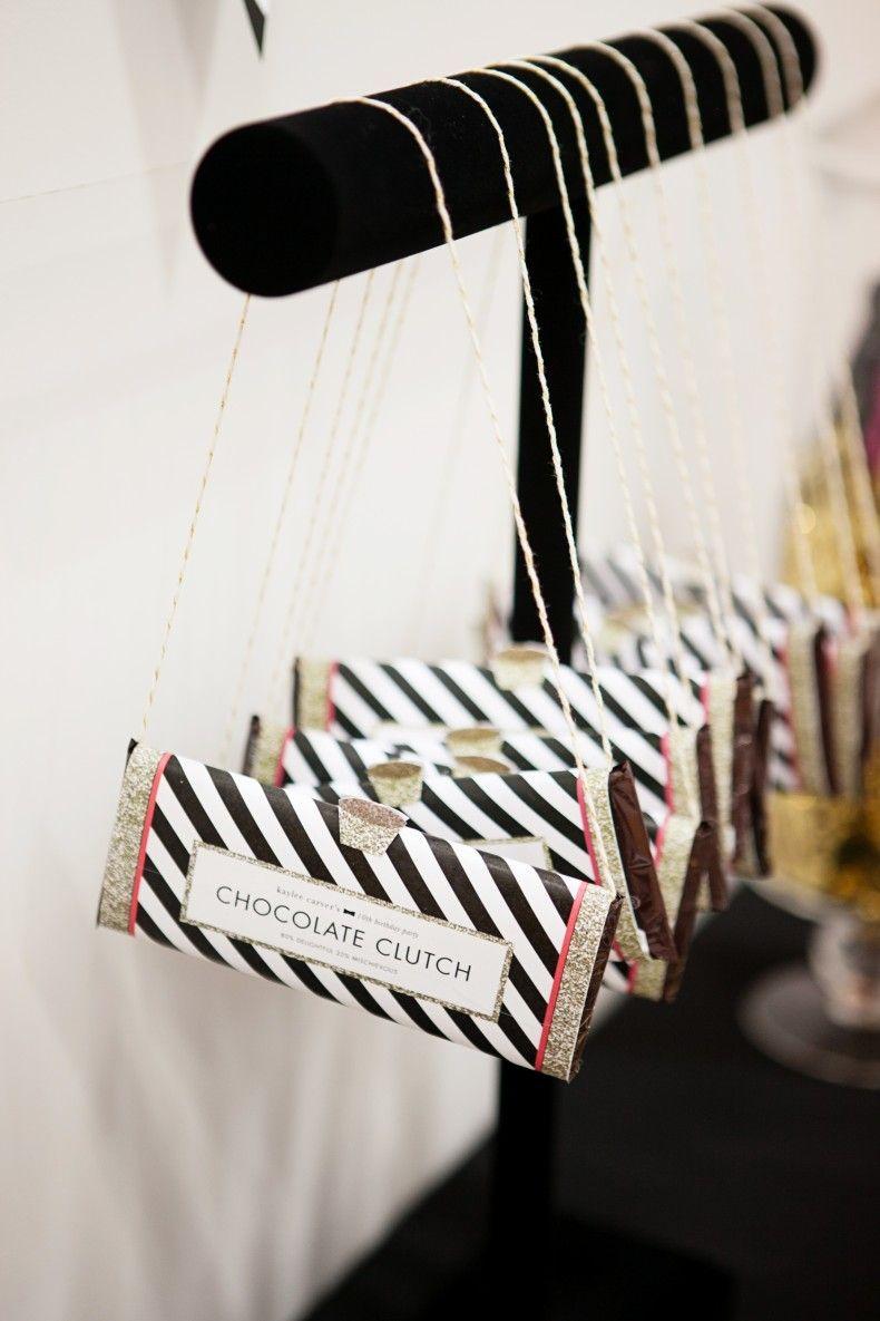 Barras de chocolate em formato de bolsa