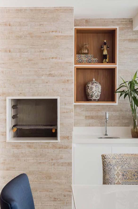Porcelanato imitando madeira na churrasqueira
