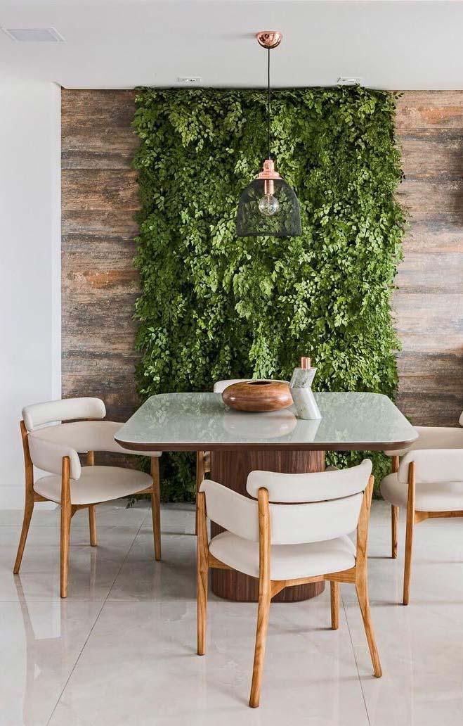 Jardim vertical feito com porcelanato madeira