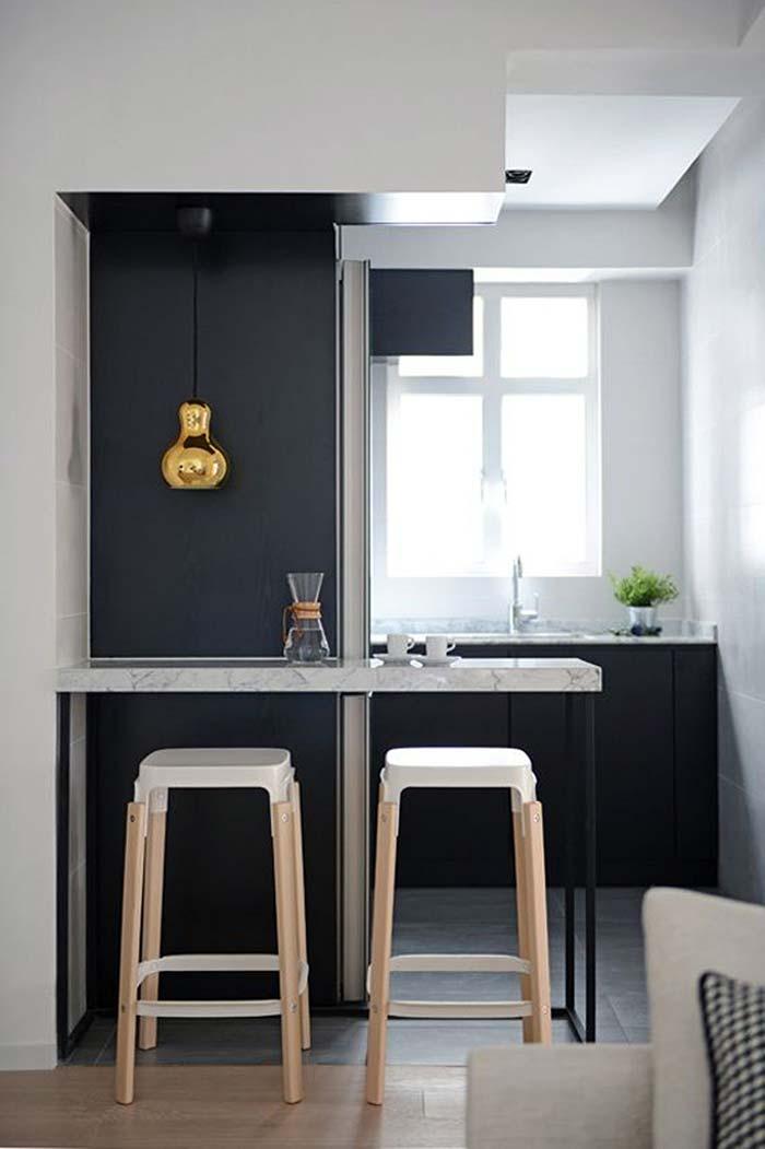 Cozinha planejada pequena azul marinho