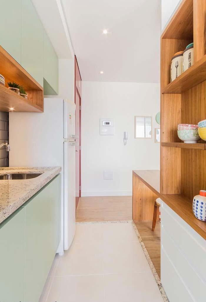 Cozinha planejada pequena com verde pastel