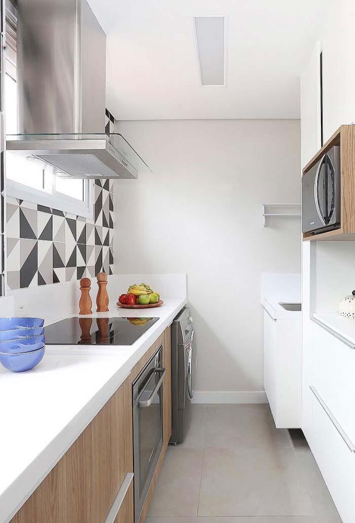 Cozinha planejada pequena com área de serviço