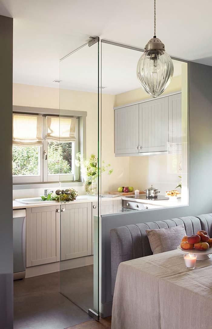 Vidro que separa a cozinha de outros ambientes