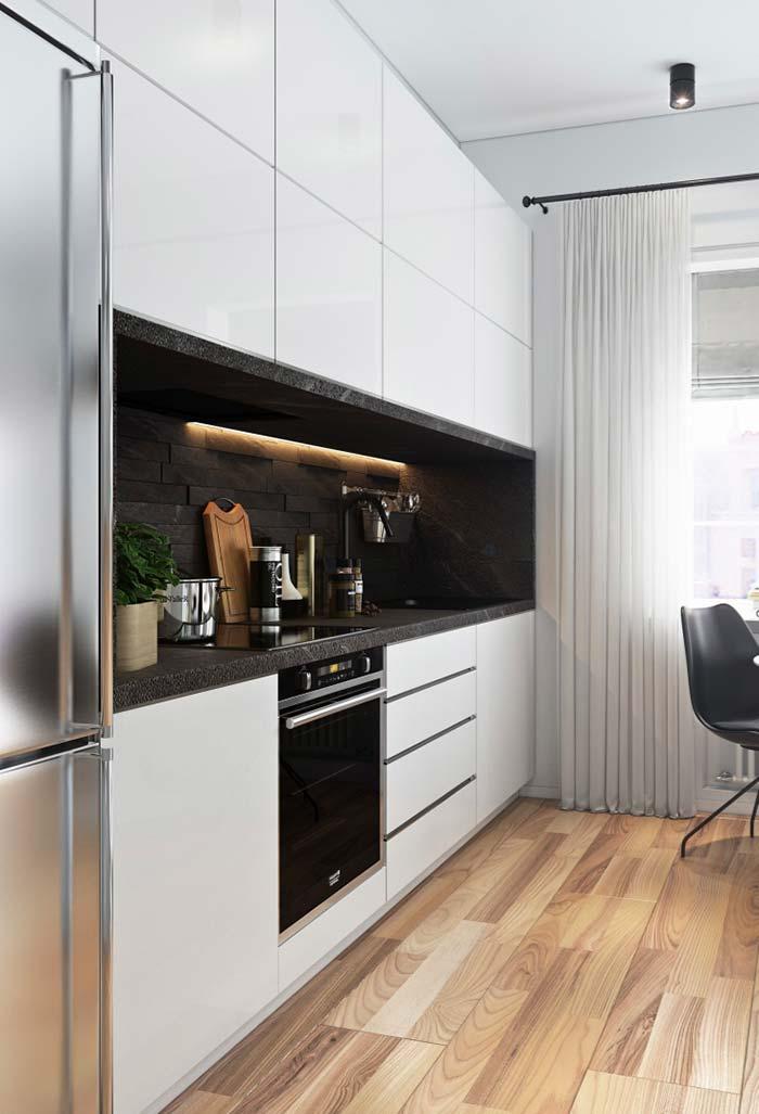 Cozinha planejada pequena com muito espaço