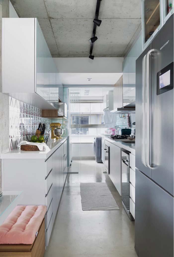 Cozinha planejada estilo corredor