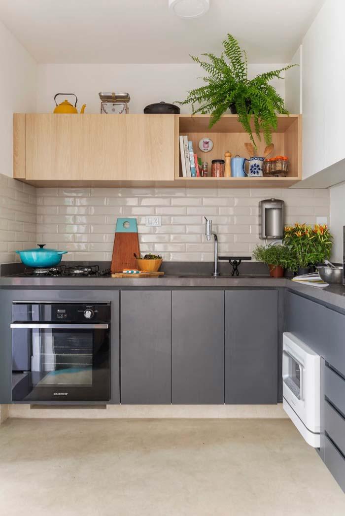 Cozinha planejada com espaço para plantas