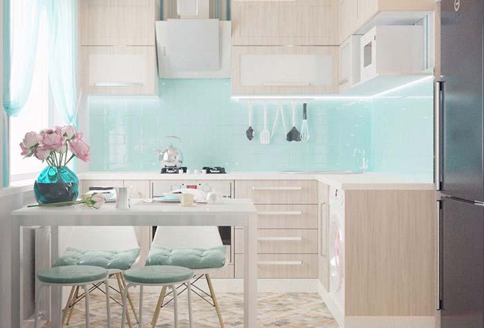 Cozinha planejada pequena com estilo provençal