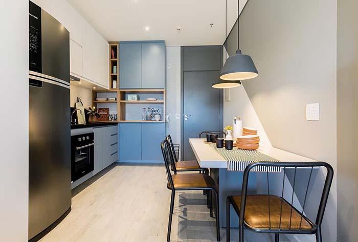 Cozinha pequena em tons de azul