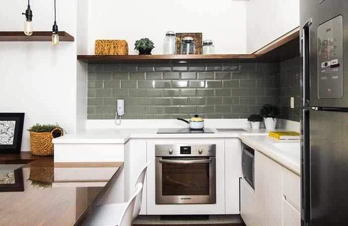 Cozinha planejada com nicho para microondas