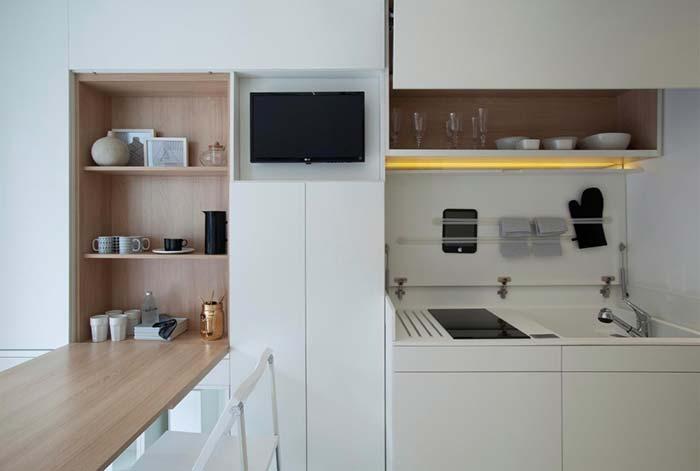 Cozinha com nichos e suporte para parede