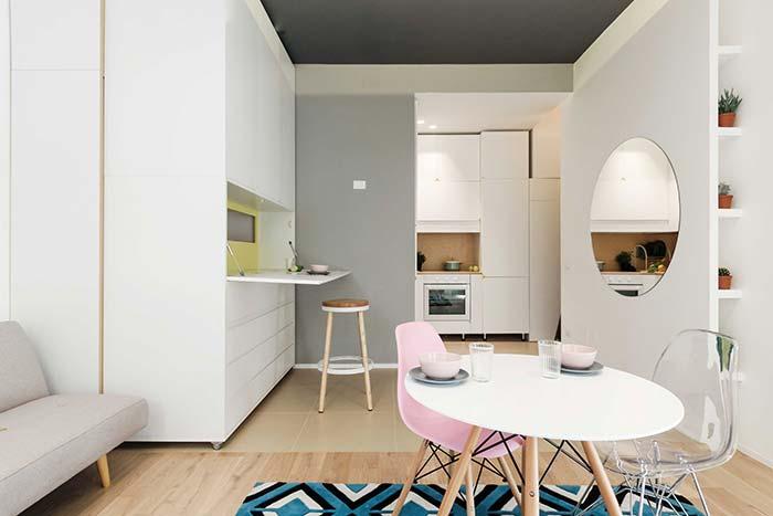 Cozinha planejada pequena com bancada retrátil