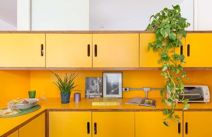 Cozinha verde e amarela