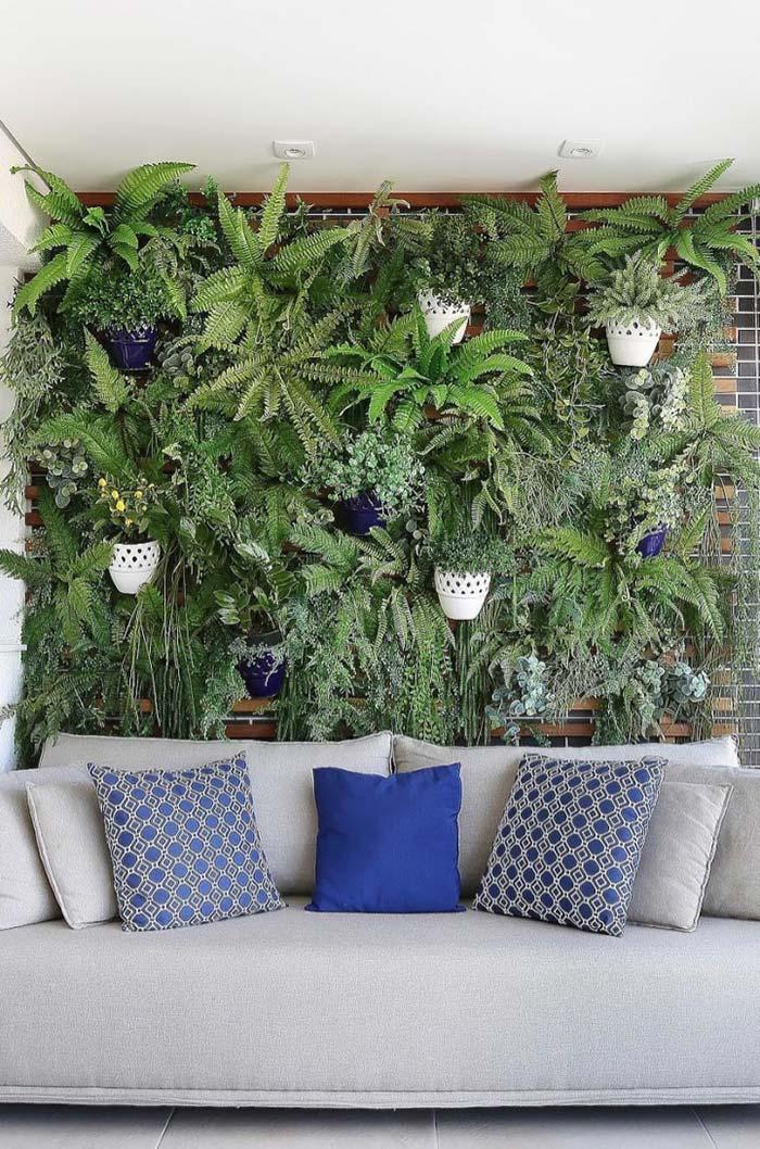 Jardim vertical com samambaias