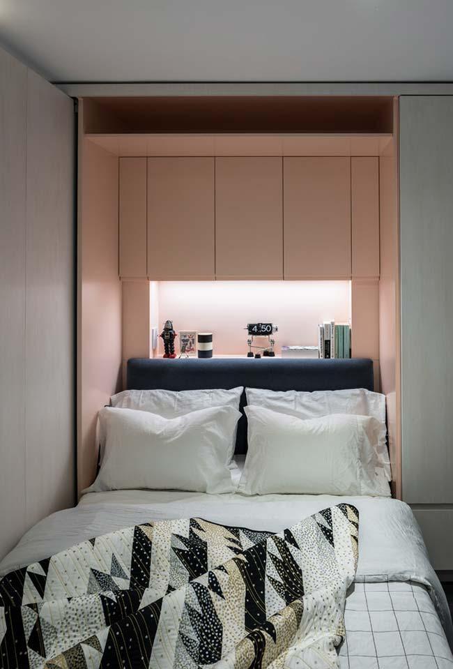 Cama embutida em armário planejado do quarto pequeno