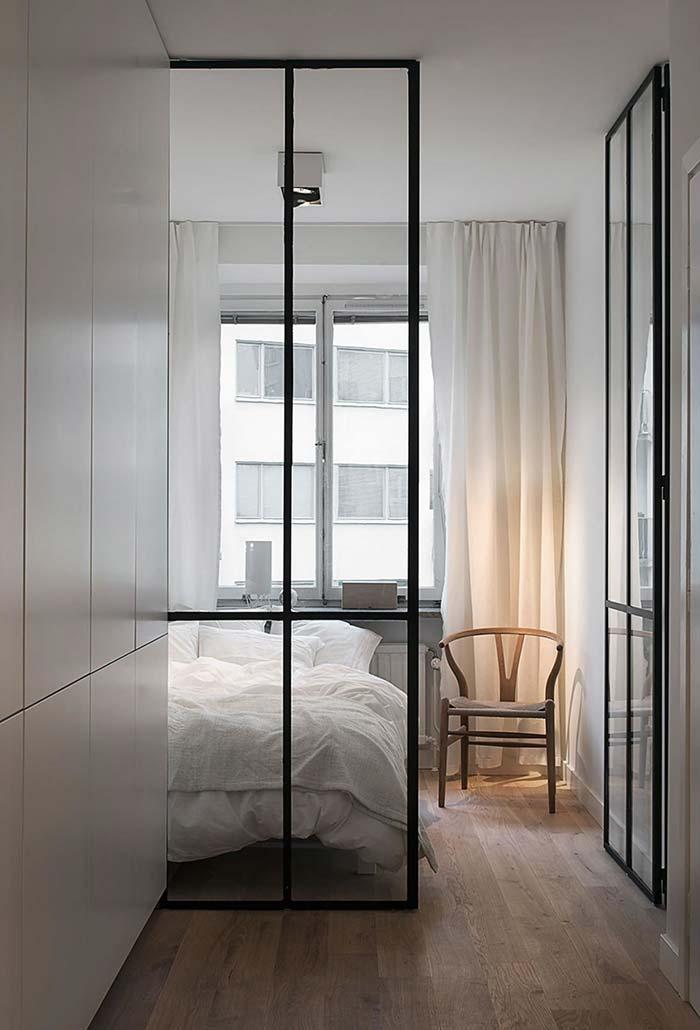 Cadeira no quarto pequeno