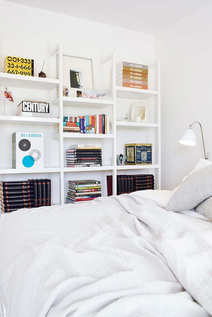 Prateleiras para livros em quarto pequeno