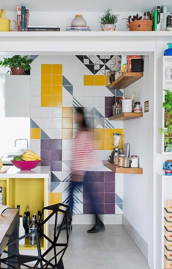 Parede com azulejos coloridos