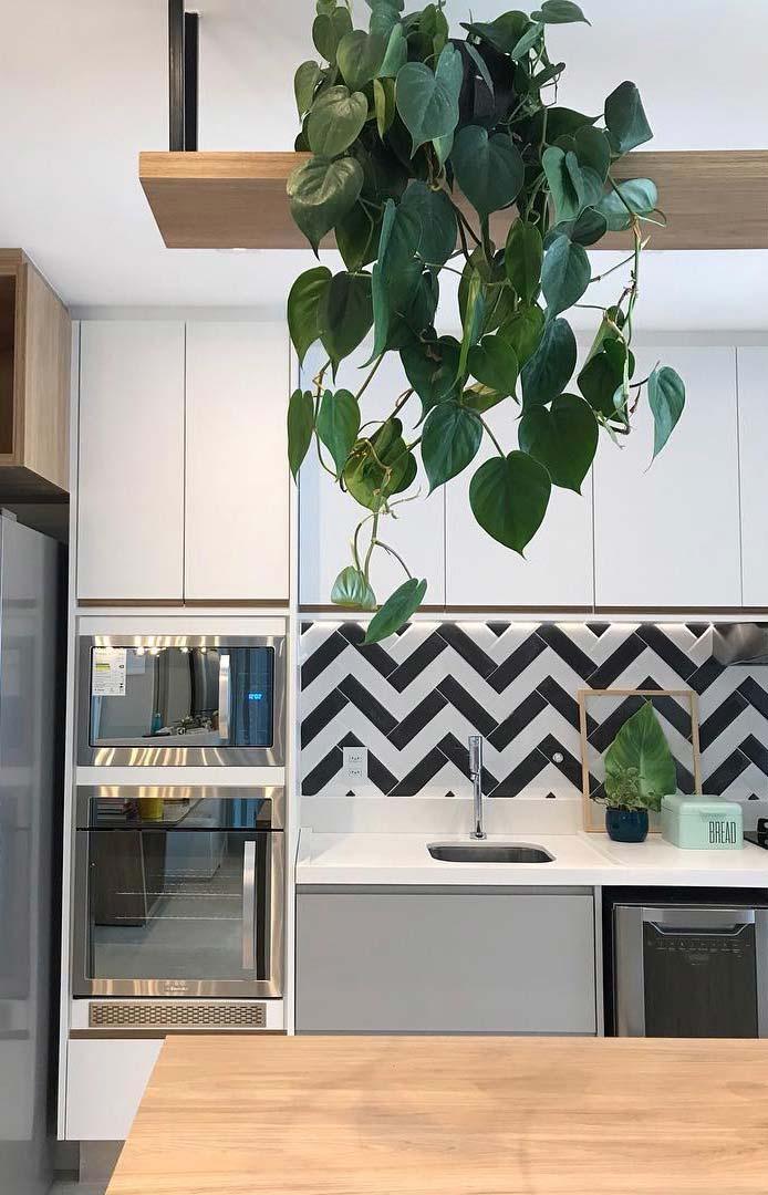 Azulejo em zigzag na parede da cozinha