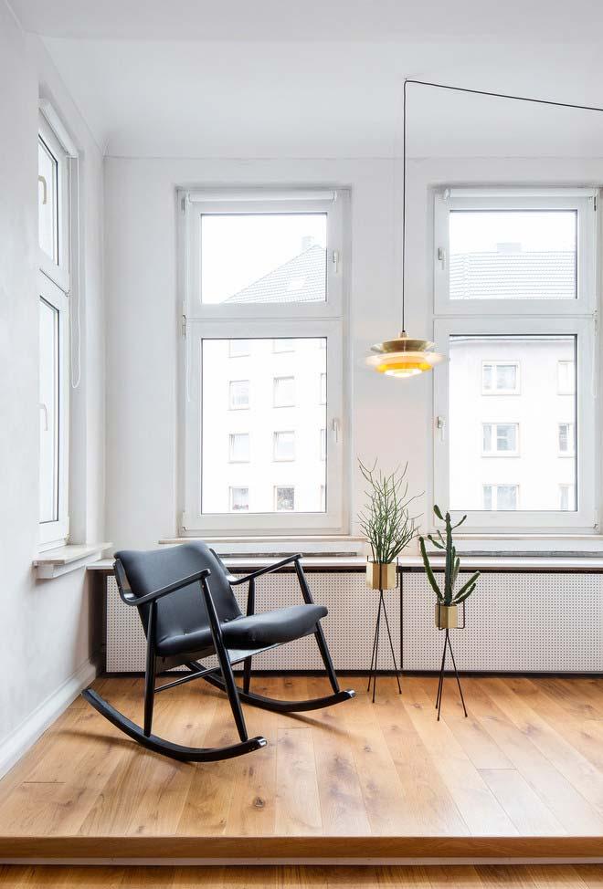 Cadeira de balanço simples em preto fosco