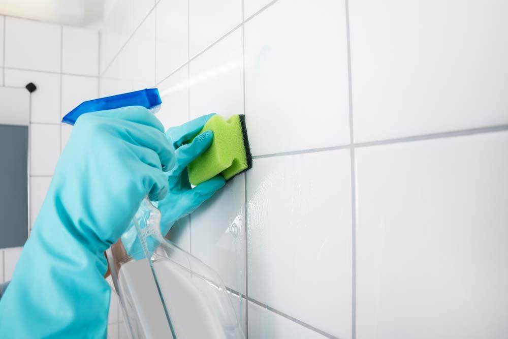 Como limpar azulejo de banheiro com vinagre branco