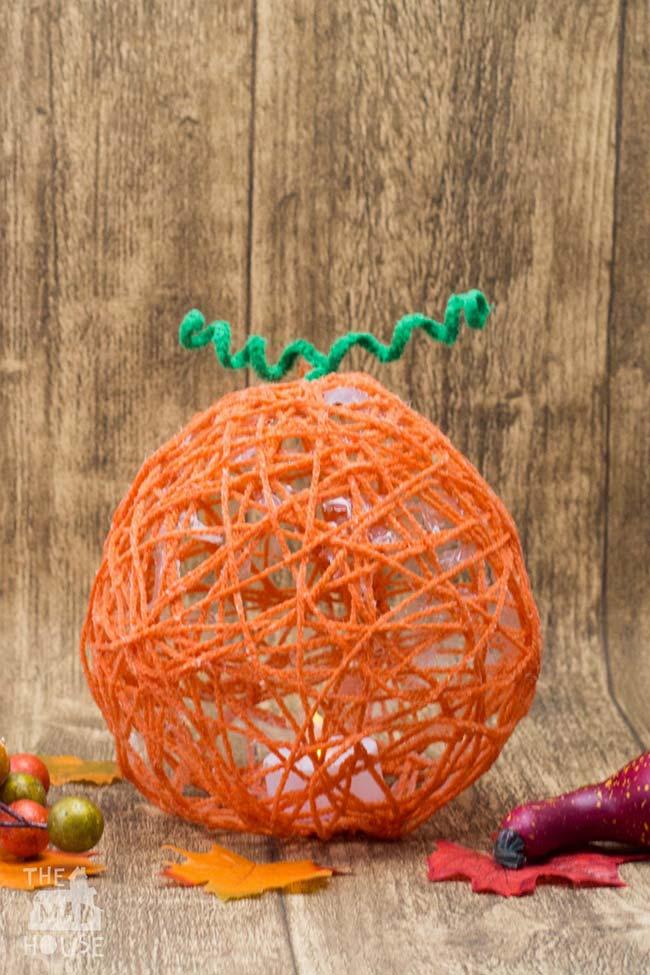 Cúpula de barbante imitando cenoura