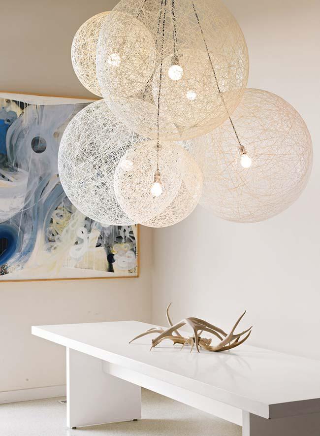 Lustre com diversos soquetes de lâmpadas