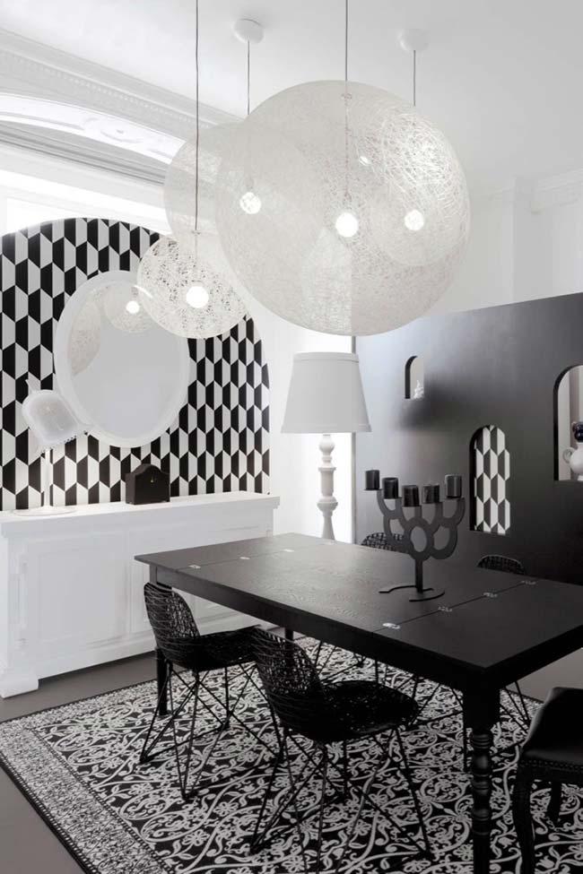 Ambiente decorado com lustres