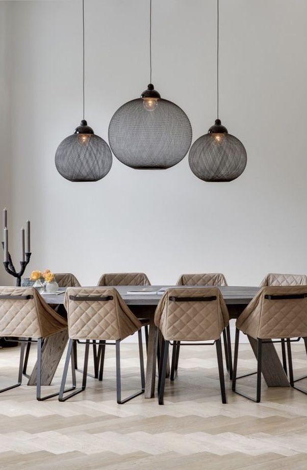 Tríade central para mesas de jantar longas