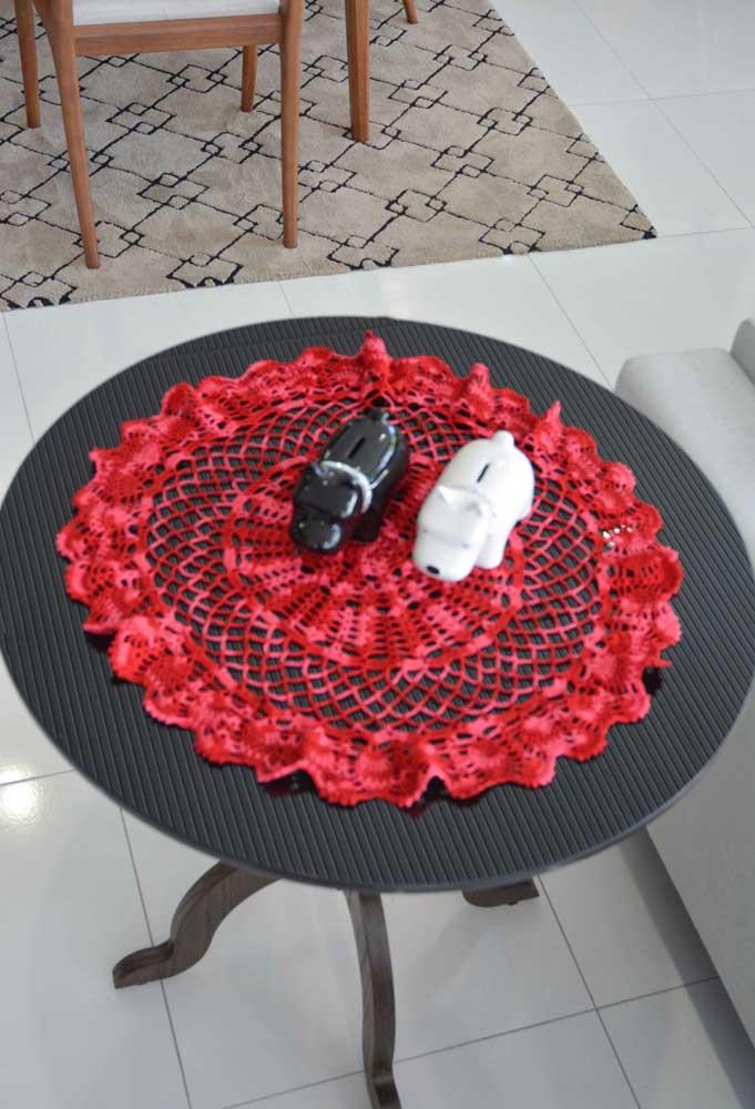 A decoração fica ainda mais bonita quando você consegue fazer um contraste de cores entre móveis e elementos decorativos.