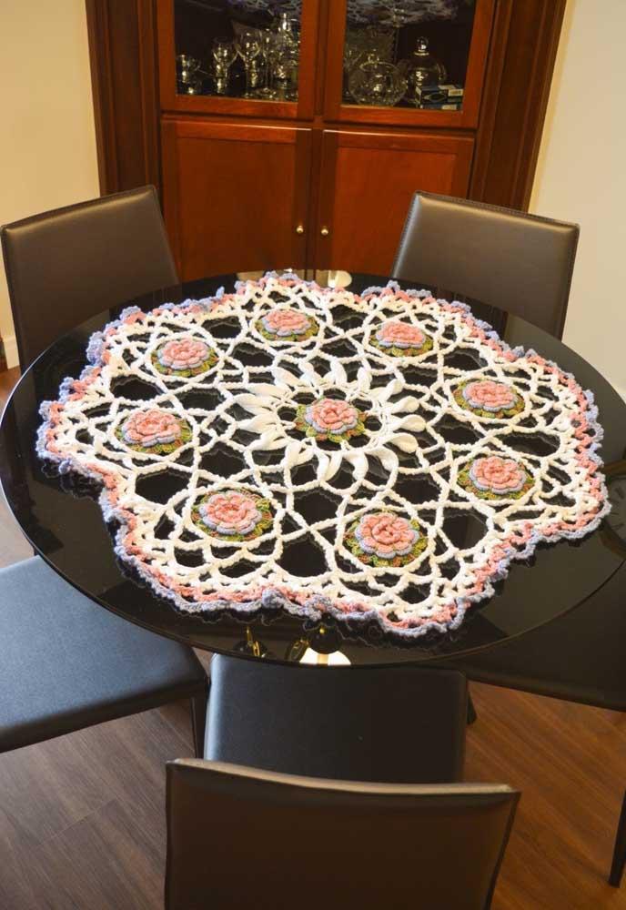 Nas mesas redondas deve ser feito da mesma forma, mas aqui você pode incrementar vários desenhos
