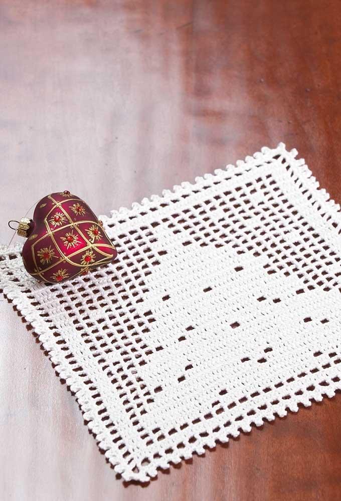 Use elementos decorativos expressivos na hora de colocar algo em cima do centro de mesa.
