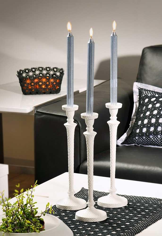 Mais uma vez o centro de mesa está combinando com os elementos decorativos da mesa.