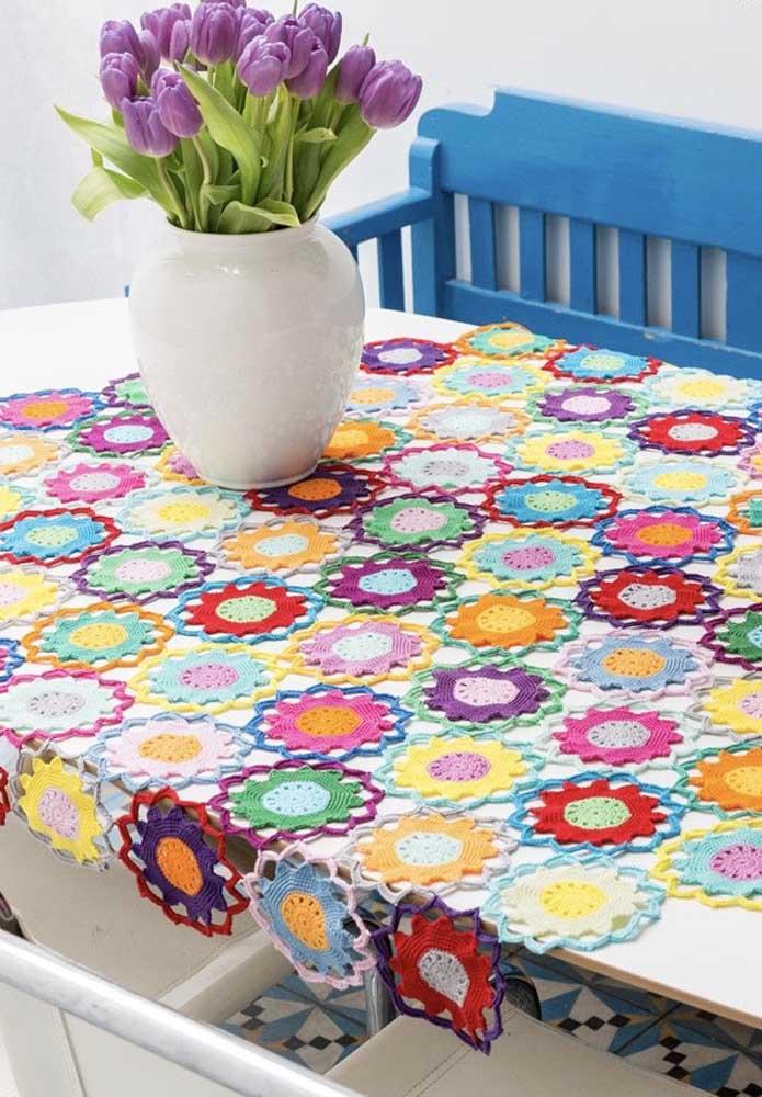 É possível também usar o crochê para fazer algo parecido com o artesanato fuxico.