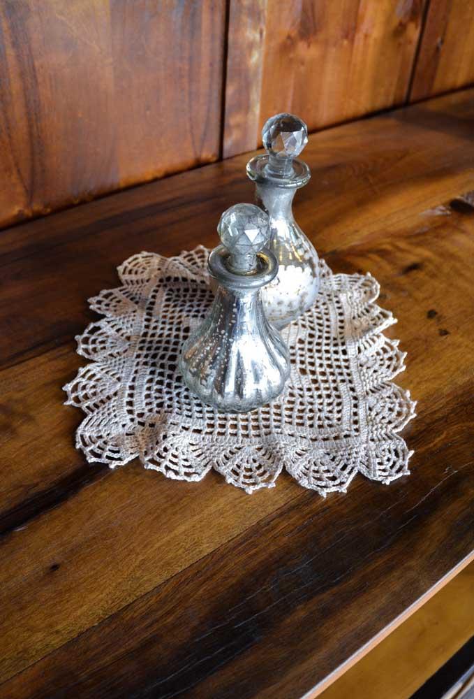 Para cada mesa prepare um delicado centro de mesa de crochê.