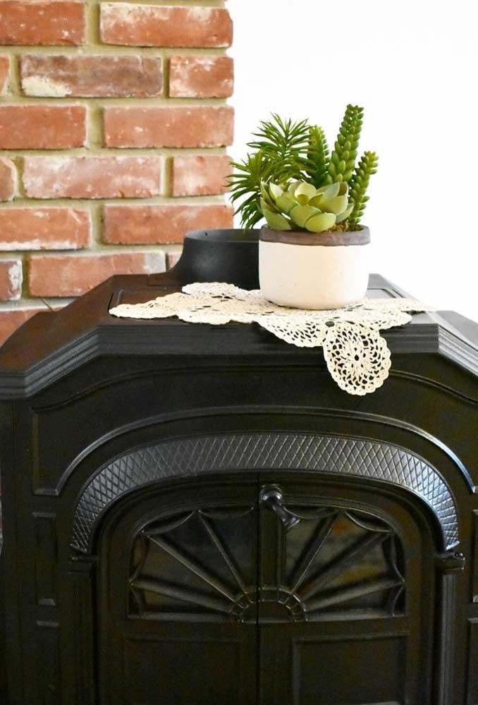O centro de mesa de crochê pode ser usado em qualquer objeto de decoração.
