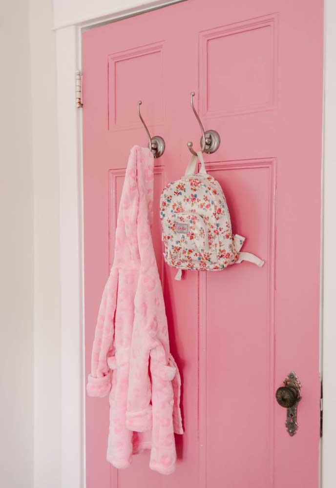 Meninas adoram a cor rosa. Portanto, não pense duas vezes em fazer uma decoração no quarto rosa.