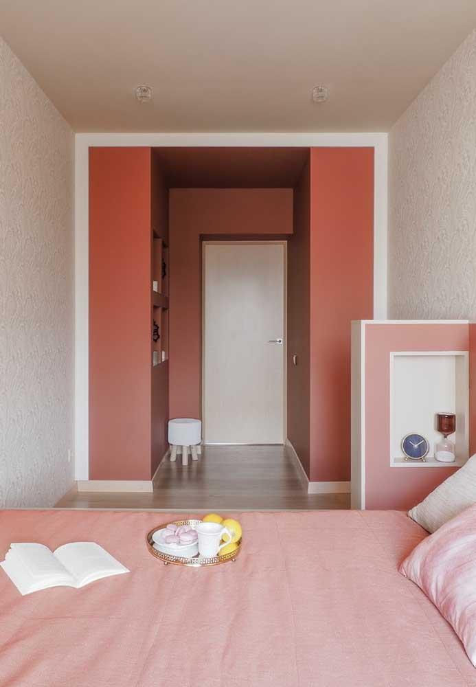 Use diferentes tons de rosa na hora de decorar o quarto do casal para definir os espaços.