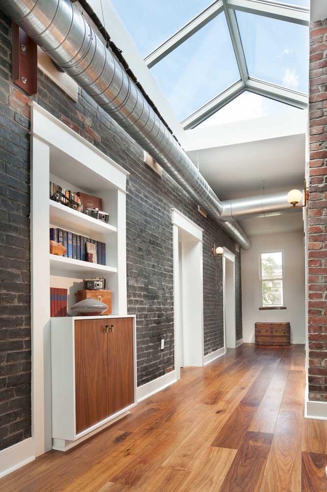 Se a intenção é criar uma decor industrial, não tenha dúvidas, invista em uma parede de tijolinhos