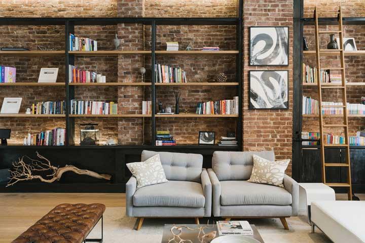 Sala de estar com decoração sóbria e parede de tijolinhos à vista: uma prova de que o material vai bem em diferentes propostas de decoração